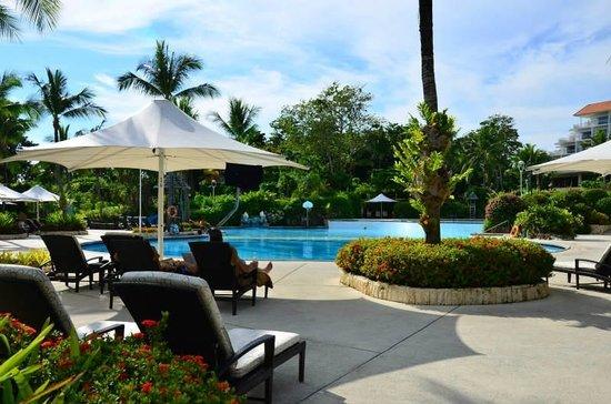 Shangri-La's Mactan Resort & Spa: ホテルのメインプール