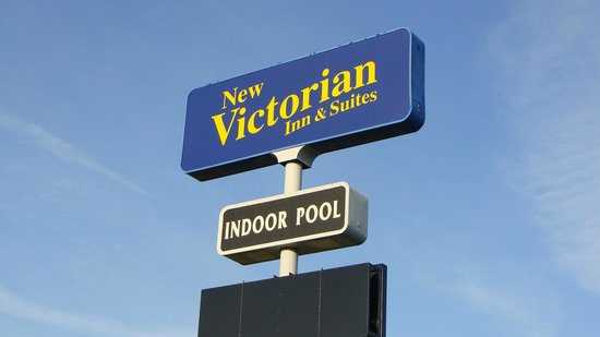 New Victorian Inn & Suites Sioux City: Sign of New Victorian Inn
