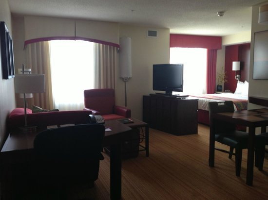 Residence Inn Moline Quad Cities: Living Room
