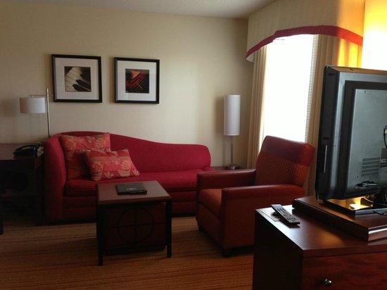 Residence Inn Moline Quad Cities: Living Room