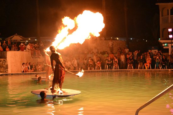 The Tropical at Lifestyle Holidays Vacation Resort: Night performance