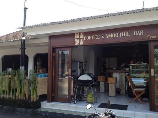 Maya's Coffee & Smoothie Bar : alfresco