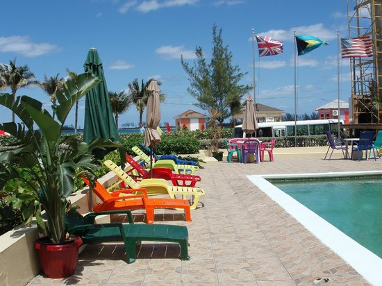 Junkanoo Beach Resort : Pool area