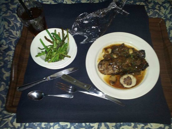 Red Lion Hotel Salem : $40 steak and green beans from room service