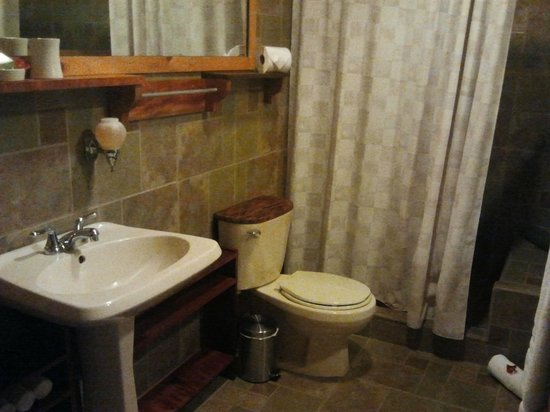 Poas Volcano Lodge: Bathroom