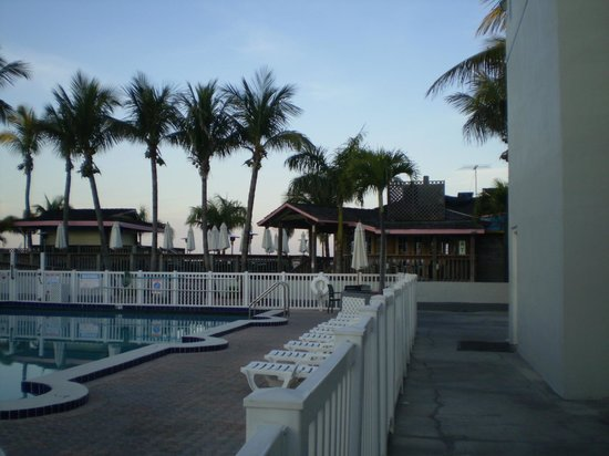 Beachcomber Beach Resort & Hotel: Courtyard