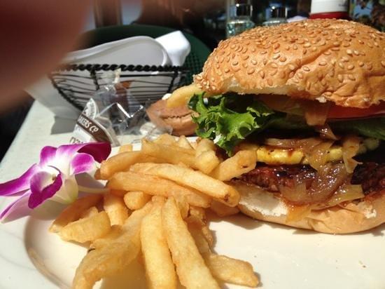 Crow's Nest Restaurant: Aloha burger. Delicious!