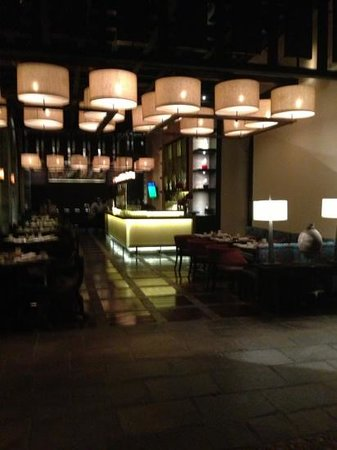 JW Marriott El Convento Cusco: Bar area.  They also serve breakfast here in the mornings.