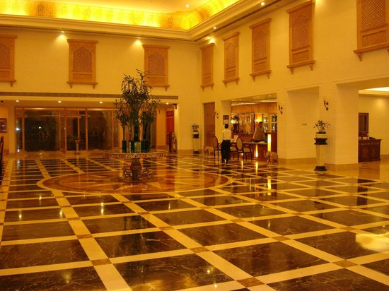 Le Meridien Jaipur Resort & Spa: Hall central