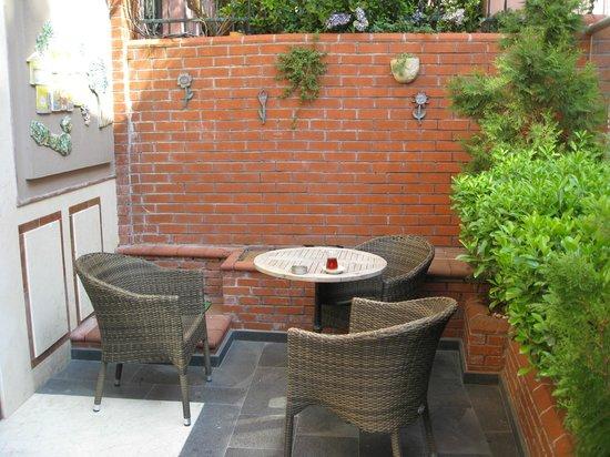 Seraglio Hotel and Suites: Hotel entrance area