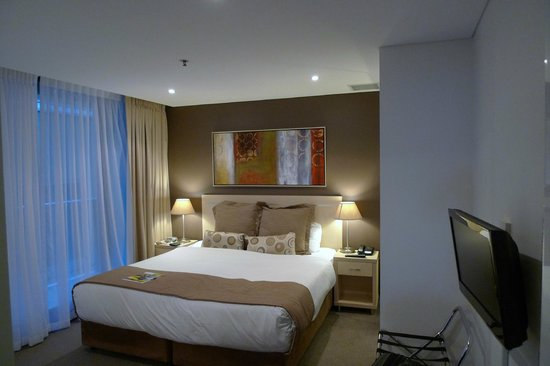 Oaks Horizons Apartment Hotel: Master bed