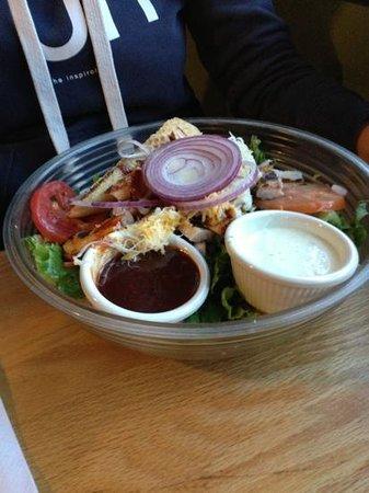 Burgers Restaurant: BBQ chicken salad