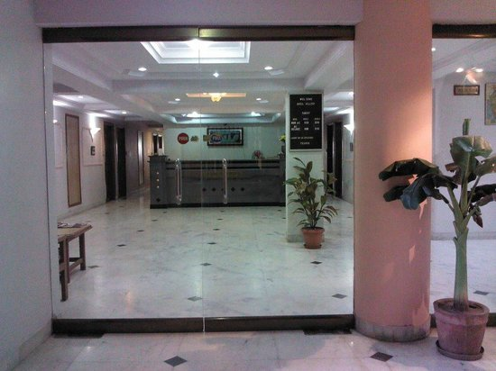 Hilltop Hotel: reception