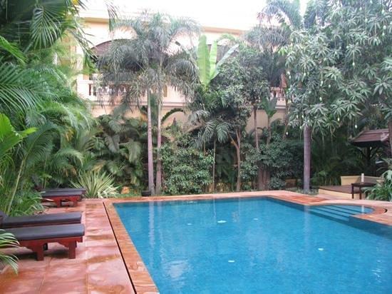 Pavillon d'Orient Boutique-Hotel : Pool and garden