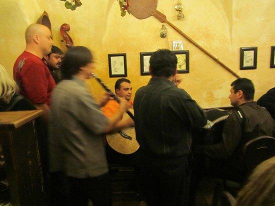 Gypsy Bar (Cikanska Jizba): Gypsy bar