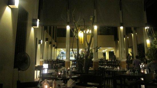 Bhu Nga Thani Resort and Spa: The restaurant