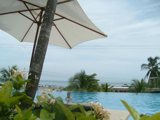 Sonesta Hotel Cartagena: Vista desde la piscina hacia el mar