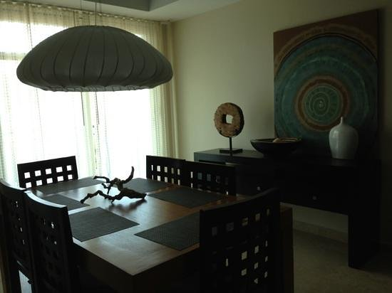 Ciqala Luxury Suites: dining room in 1 bed presidential suite