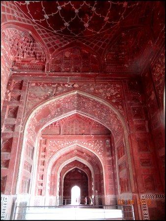 Minaret picture of taj mahal agra tripadvisor for Interior taj mahal