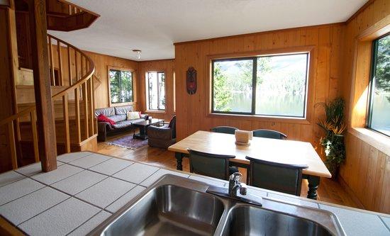 Desolation Resort: Living Room - chalet 10