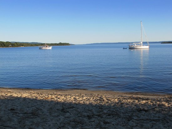 Strahan Holiday Retreat: beach nearby