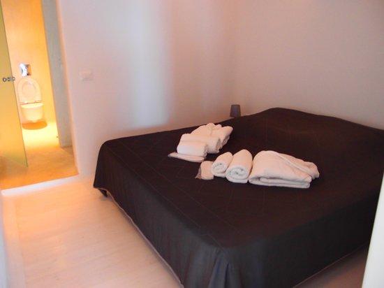 Rocabella Santorini Resort & Spa: bedroom #1 ,same as #2