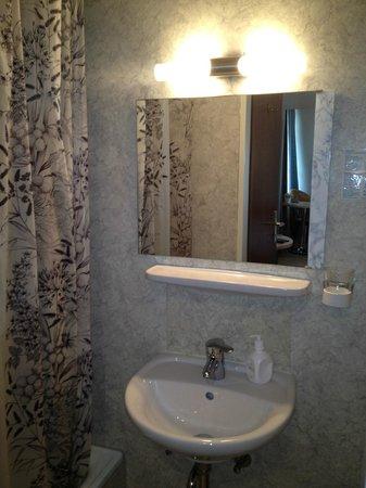 Hotel Garni Viktoria : Badzimmer