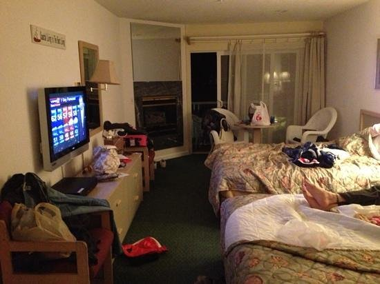 Inn at the Shore: we are messy! great room! loved it! 305
