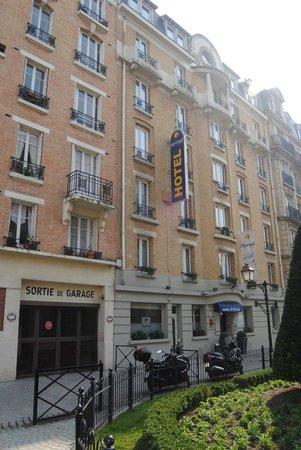 Kyriad Paris - Clichy Centre: Voorkant van het hotel