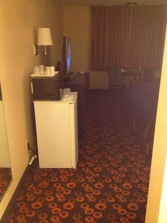 Econo Lodge Inn & Suites: a lot of room to an extra table to place coffee maker