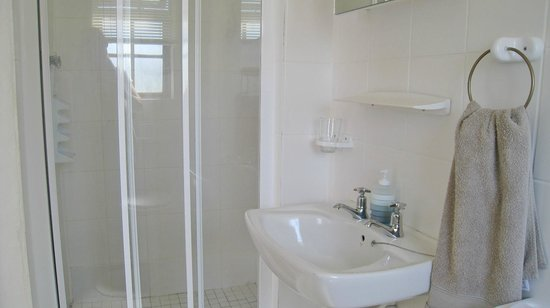 Dolphin Inn Guesthouse-Blouberg: all rooms have en-suite bathrooms
