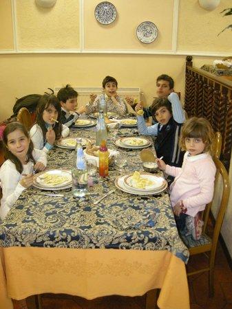 Hotel Iris Crillon : pranzo di Pasqua...la tavolata dei bimbi