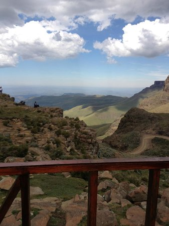 Major Adventures - Day Tours : The view from the highest pub in Africa inside the Lesotho border