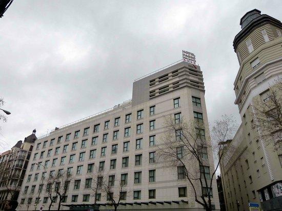 Hotel Paseo del Arte: Vista del hotel desde la calle Atocha.