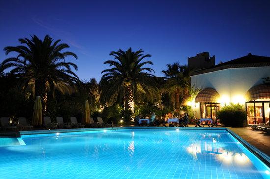 Hotel Karia Princess: Pool and Garden