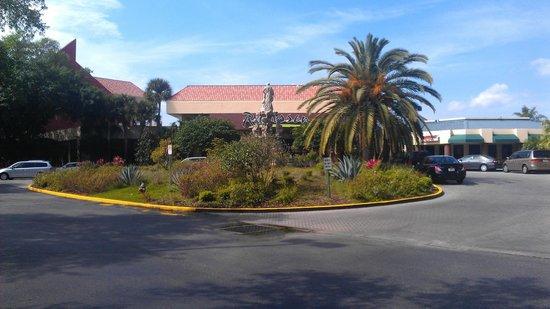 Allure Resort International Drive Orlando: Front Driveway