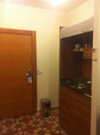 Taximtown Akaretler Residence : small kitchen