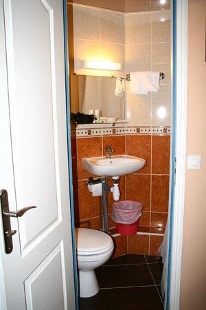 Hotel Baudin: süsses kleines Bad mit Dusche