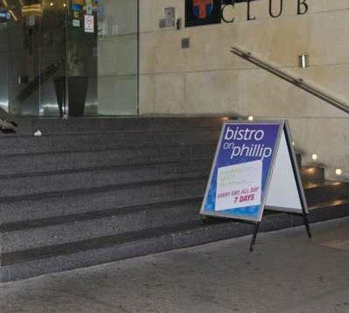 โรงแรมแทรเวลฟิลิปสตรีท: The entrance