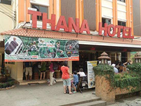 Thana Hotel & Guesthouse: entrance