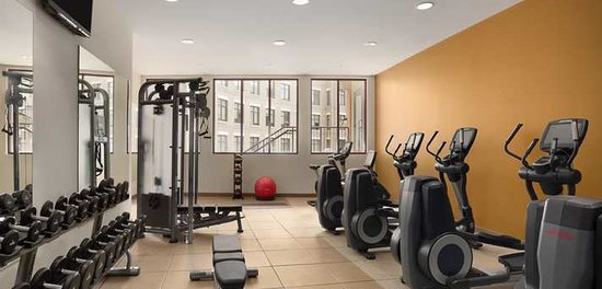 Embassy Suites by Hilton Alexandria-Old Town: Fitness Center