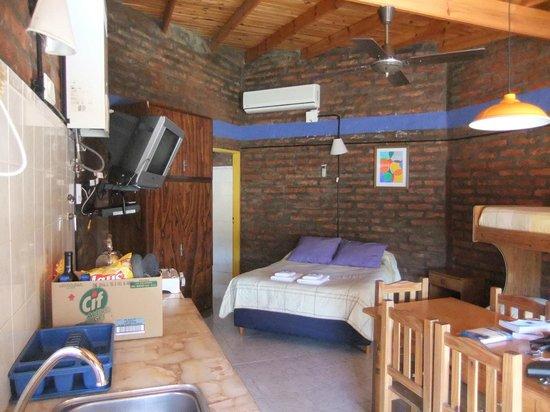 Hospedaje La Posta: Room and kitchinette