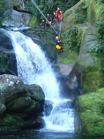 Abel Tasman Canyons: Homemade zipline!