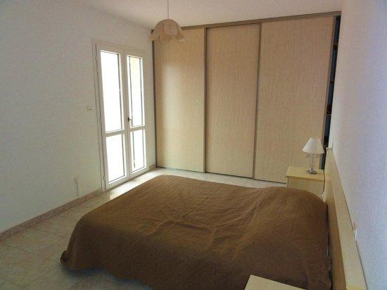Residence Aigue Marine: Placard de chambre et murs propres
