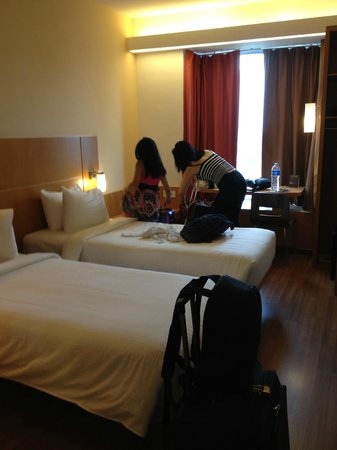 Ibis Singapore on Bencoolen: Two Single Beds