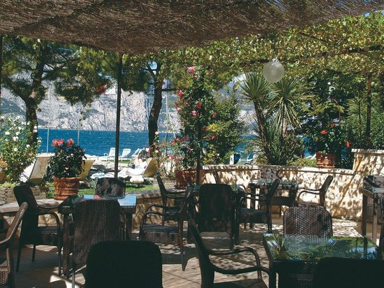 Hotel Du Lac - Relax Attitude Hotel: Bar Terrace