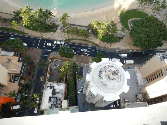 The Residences at Waikiki Beach Tower: 下を見ると怖いくらいです