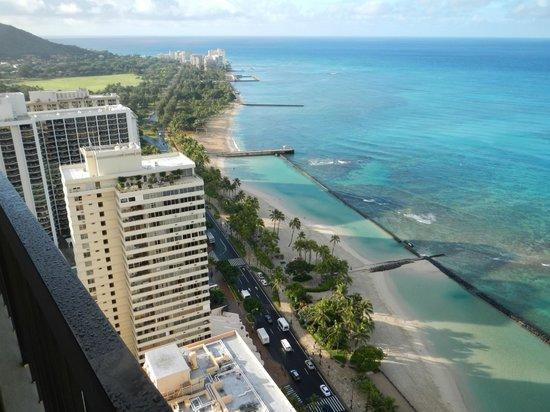 Aston Waikiki Beach Tower: 海の色もきれいでした