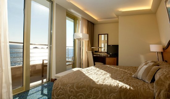 Hotel More : Double room with sea view