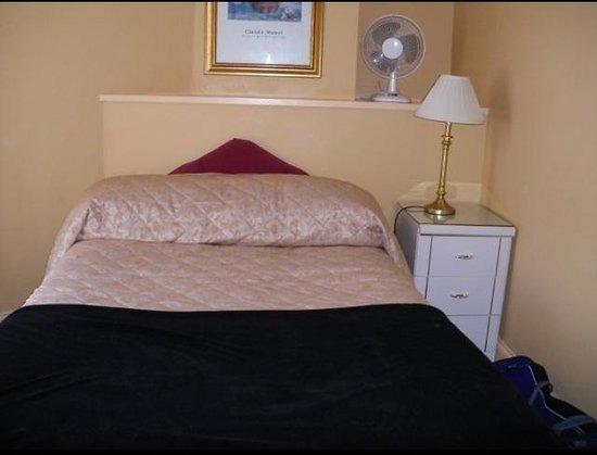 The Belgrave Hotel : bedroom